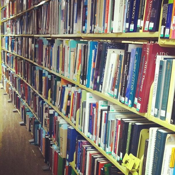 Library shelves filled with books of many different colors.